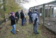 Visita de técnicos franceses a los jaulones de cría de Salburua (Vitoria-Gasteiz)
